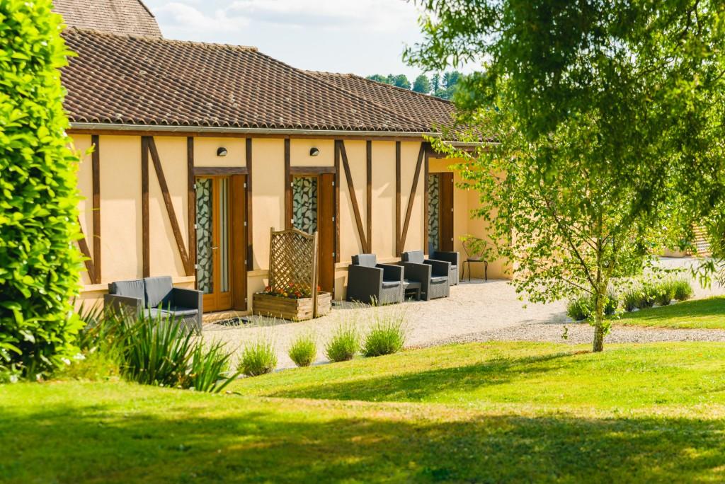 Maison d 39 h tes avec jardin piscine coins d tente barbecue - Coin barbecue jardin ...